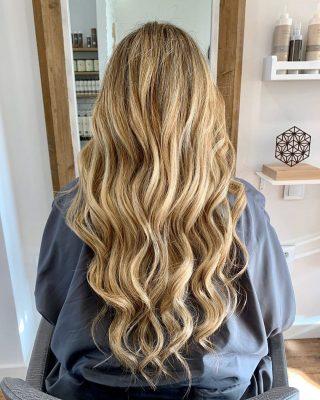 Trabajo de mechas babylights peinado con ondas